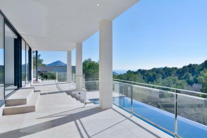 Moderna, elegante  y amueblada villa de super lujo con vistas al mar en Andratx