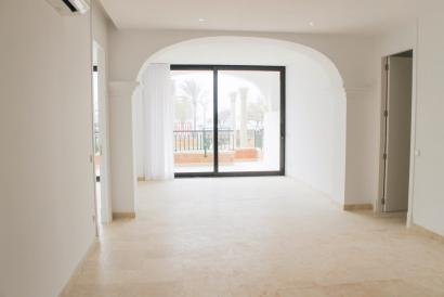 Unfurnished ground floor apartment direct at the beach in Ciudad Jardín, Palma