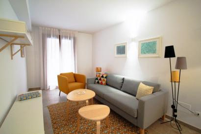 Furnished apartment with two bedrooms in Plaza del Cuadrado, Palma.