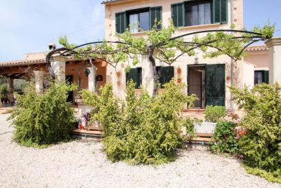 Atractiva casa de campo con precioso jardín y piscina en Llucmayor