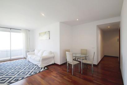 Palma. Apartamento amueblado de 3 dormitorios, con parking y ascensor.