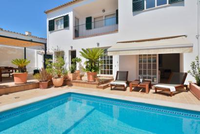 Atractiva casa  de 4 dormitorios con piscina y terrazas en Son Espanyolet, Palma