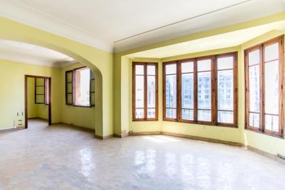 Apartamento para reformar con balcón y ascensor, zona Avenidas, Palma.