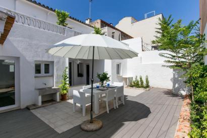 Bonita casa de pueblo en Santa Maria con terrazas.