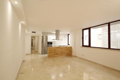 Apartamento recien reformado de 3 dormitorios y ascensor en Santa Catalina, Palma
