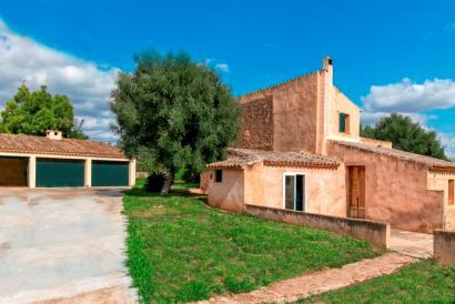 Casa de campo de tres dormitorios con piscina y jardín en sAranjasa, Palma