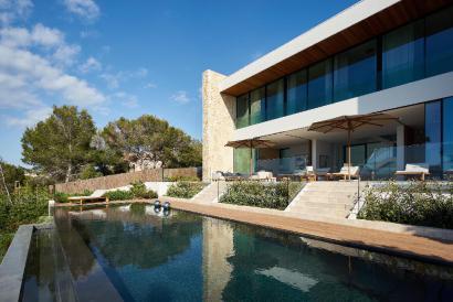 Espectacular Villa de lujo con fabulosa piscina en primera linea de mar, Son Verí