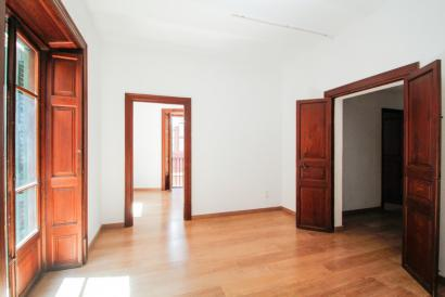 Unfurnished 3 bedrooms apartment in Plaza Santa Eulalia area, Palma