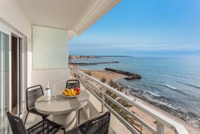 Apartamento de 3 dormitorios en primera línea de mar, con piscina y parking, Portixol