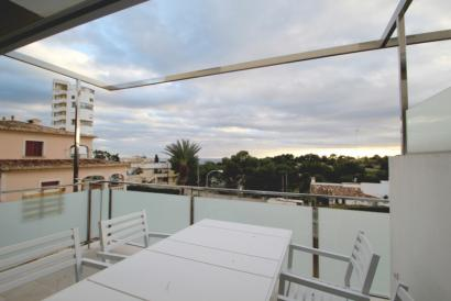 Apartamento de 2 dormitorios con terraza, piscina y vistas al mar en la Bonanova, Palma