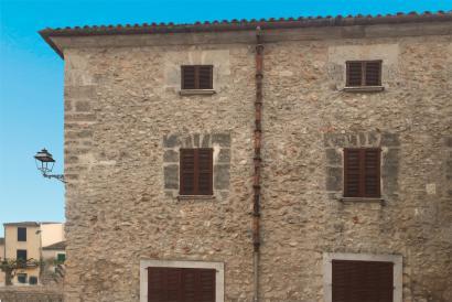 Casa de pueblo con 4 dormitorios y terraza en el centro de Costitx