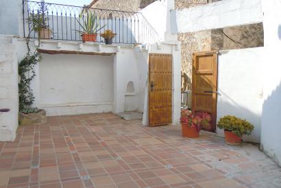RESERVADO Casa de pueblo sin amueblar  con apartamento de invitados en Puigpunyent