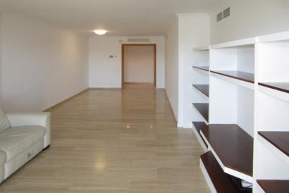 Bonanova  bonito apartamento sin muebles, 4 dormitorios con amplia terraza.