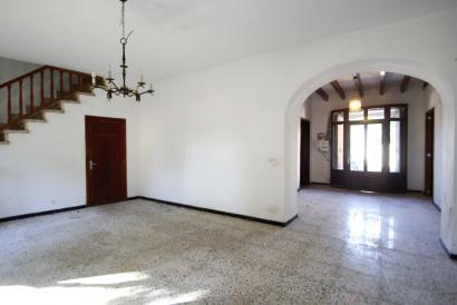 Casa con jardín para reformar, garaje y un terreno de naranjos en Biniali