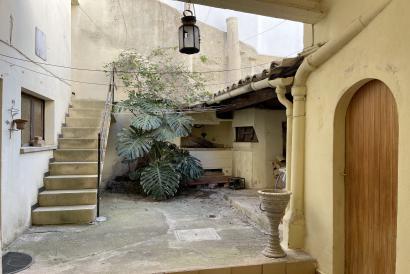 Dorfhaus in Biniali mit Terrassen und Möglichkeit der Garage.