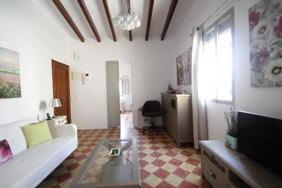 Apartment furnished in the Ramblas area.
