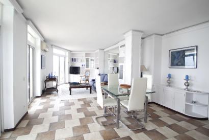 Apartamento de 2 dormitorios con terrazas y vistas al mar en Paseo Marítimo.