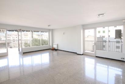Apartamento 4 dormitorios sin muebles, terraza y ascensor, zona Paseo Mallorca