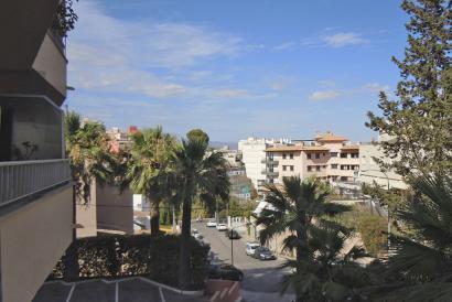 3 bedroom apartment to renovate in La Bonanova area, Palma.