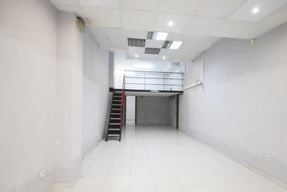 Commercial premises at street level in commercial area, Calle Jesus de Palma