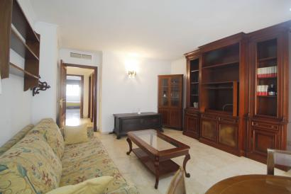 Spacious furnished apartment 3 bedrooms, 2 bathrooms, calle Aragon, Corte Ingles, Palma.