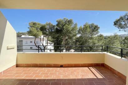 Near the beach 3 bedroom apartment with terrace Santa Ponsa area.