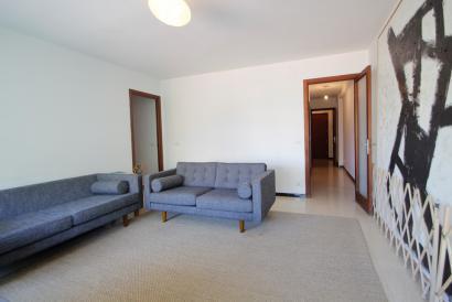 Spacious 4-bedroom apartment with balcony and elevator, Plaza de Abu Yaya.