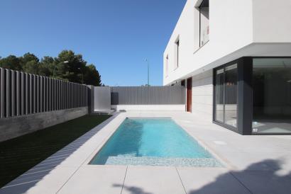 Doppelhaushälfte Neubau mit 3 Schlafzimmern, Garten und Pool in Son Verí Nou, Marratxi.
