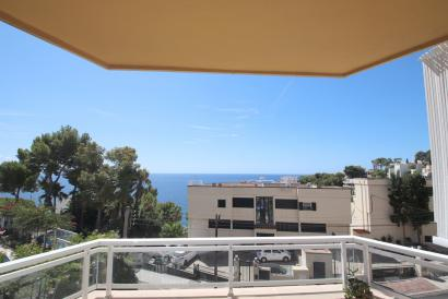 Apartment studied with sea views in Illetes, Calviá.