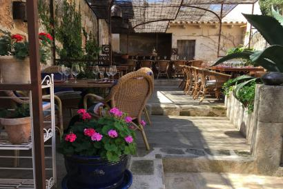Elegant restaurant with mediterranian stile in Algaida for rent