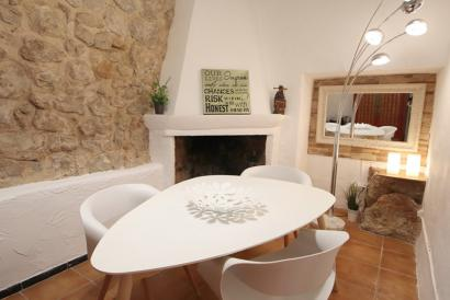 Village House with character in Bunyola, 3 bedrooms, 2 terraces and mountain views.