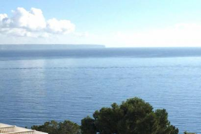 1 bedroom apartment with fantastic sea views and terrace in Illetas.