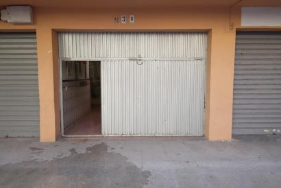 Local at street level of 44 m² with toilet in Son Oliva area.