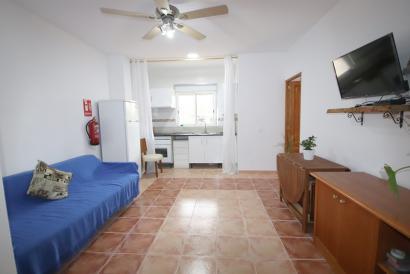 Apartamento amueblado de 2 dormitorios con terraza en el pueblo de Costitx.