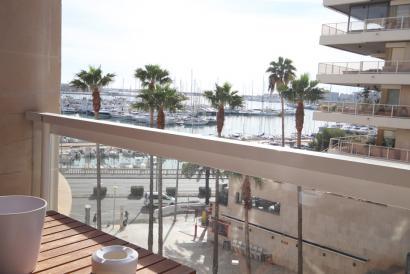 Apartamento con vistas al mar y 4 dormitorios en primera línea del Paseo Maritimo