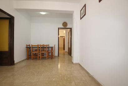 Apartment to reform, 3 bedrooms with possibility of garage, Plaza España, Palma.