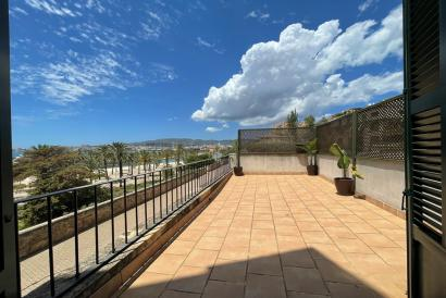 Apartment with terrace and sea view, unfurnished, 3 bedrooms, parking, La Calatrava, Palma