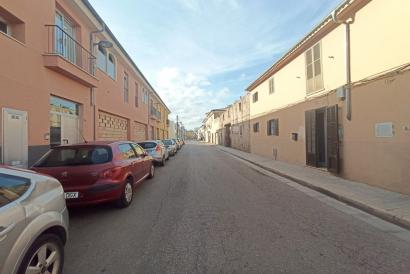 Grundstück in einem städtischen Gebiet, um Wohnungen im Zentrum von Marratxi zu bauen.