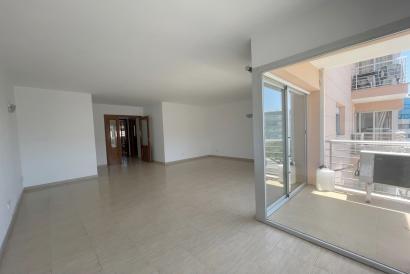 Apartamento sin amueblar, 3 dormitorios, terraza, ascensor parking,