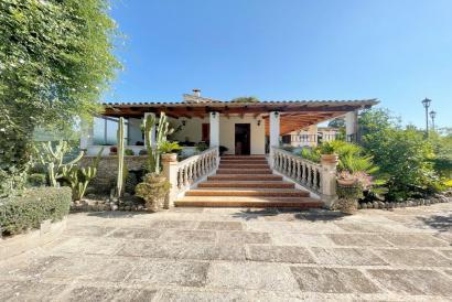 Casa de campo de 2 dormitorios amueblada con piscina y jardín en Pollensa.