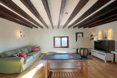 ALQUILER MENSUAL, apartamento de dos dormitorios con terraza en La Lonja.