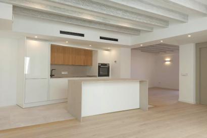 Nuevo a estrenar, ático dúplex de tres dormitorios y terraza en zona La Lonja de Palma.